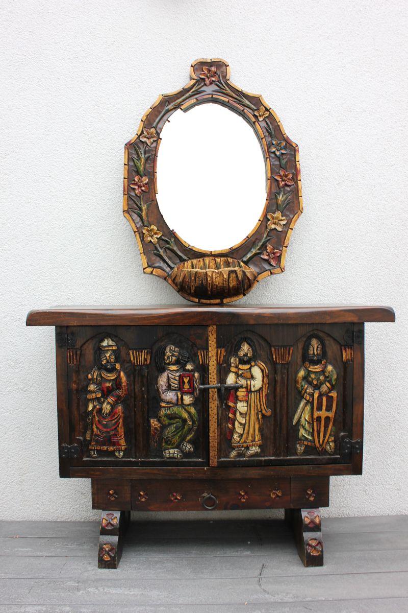 schrank anrichte mit geschnitzten ritter figuren spiegel ebay. Black Bedroom Furniture Sets. Home Design Ideas